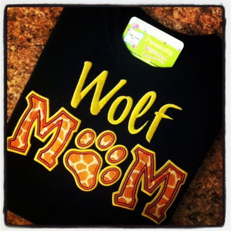 MOM Applique with Paw stitched by Mollie Martin